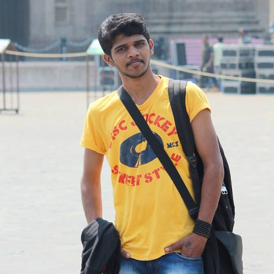 photographar - Mumbai, Maharashtra, India - BarefootStudent.com